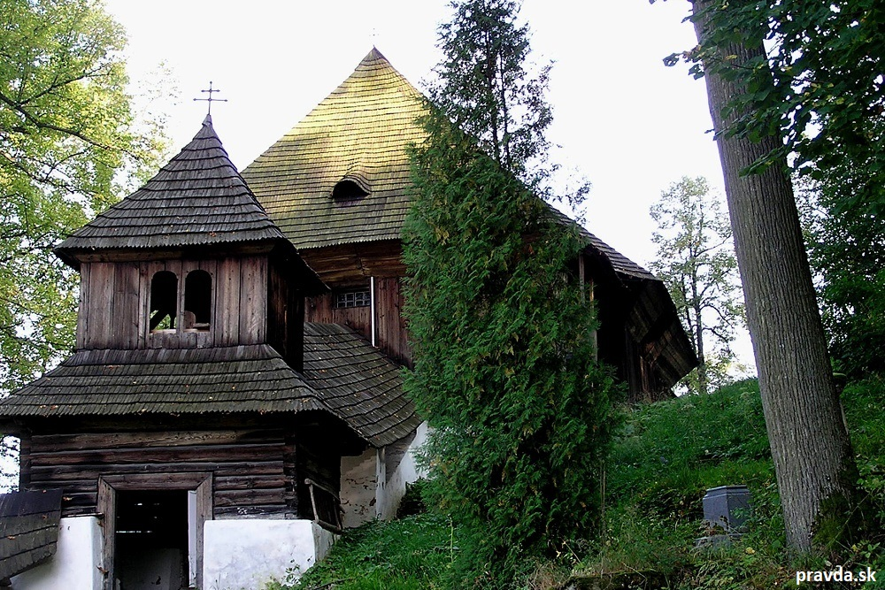 Discover wooden churches in the Slovak Carpathian Mountain area
